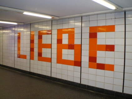 Wort-Spiel-Ort, Wort Nr.: 0004 / Liebe, Datum: 12.06.2007, Uhrzeit: 10:00, Ort: Pressestelle der Hamburger Hochbahn AG, Steinstraße 20, 20095 Hamburg