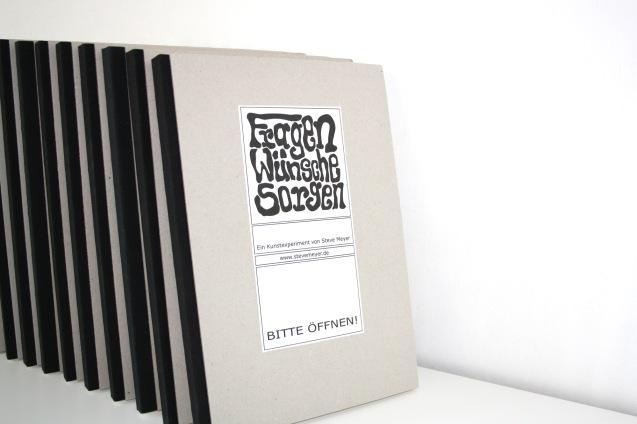"""Foto der ersten zehn Bücher für das Kunstexperiment """"Fragen, Wünsche, Sorgen"""""""