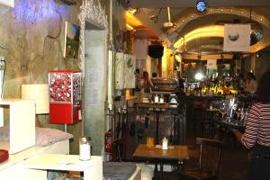 """Friedensautomat im Café """"An einem Sonntag im August"""""""